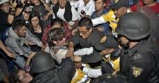 Detenciones en Metro Sevilla al terminar la 9a Acción Global Por Ayotzinapa en el DF